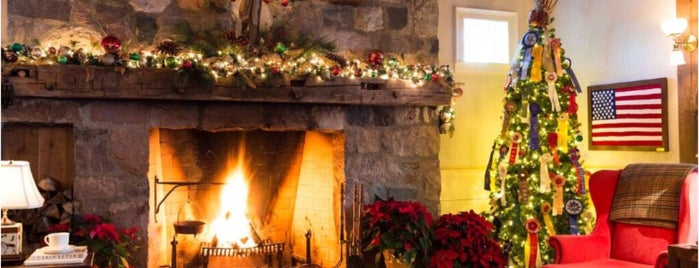 White Horse Inn is one of Lieux qui ont plu à Andrea.