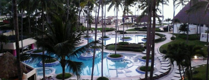The Westin Resort & Spa Puerto Vallarta is one of Orte, die Jhalyv gefallen.