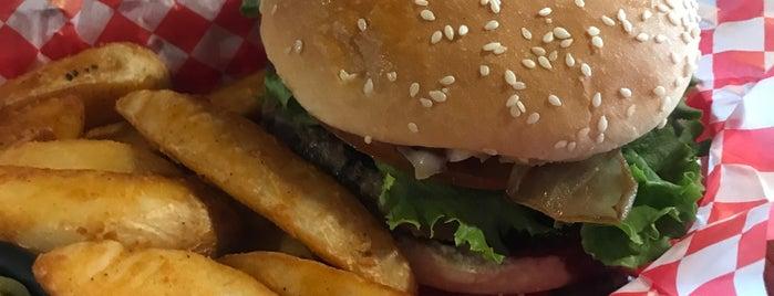Daddy's Burger & Salads is one of Pablo 님이 좋아한 장소.