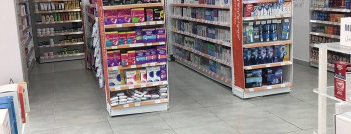 Al Nahdi Pharmacy is one of Posti che sono piaciuti a zanna.