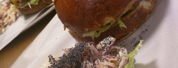 SB Burgers is one of Orte, die Suzanna gefallen.