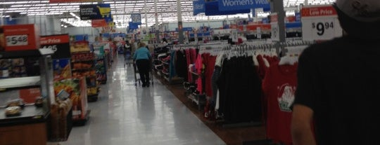 Walmart Supercenter is one of Veronicaさんのお気に入りスポット.