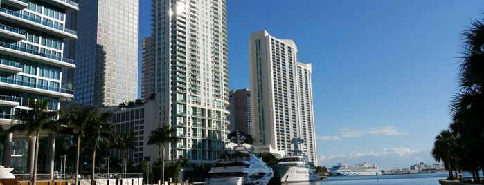 Miami Real Estate is one of Lugares favoritos de Martin.
