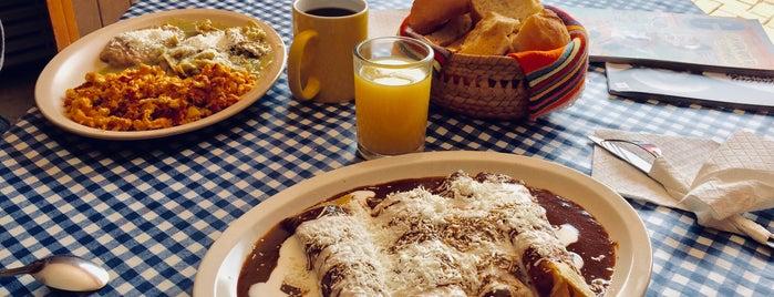 Fonda La Malinche is one of Locais curtidos por Cecy.