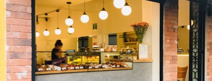 BAKERS Panaderia Y Pasteleria is one of Locais curtidos por Angel.