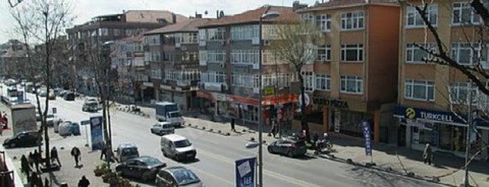 İzzettin Çalışlar Caddesi is one of สถานที่ที่ Onur ถูกใจ.