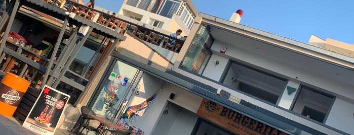 Burgerillas Güzelbahçe is one of Ozgur: сохраненные места.