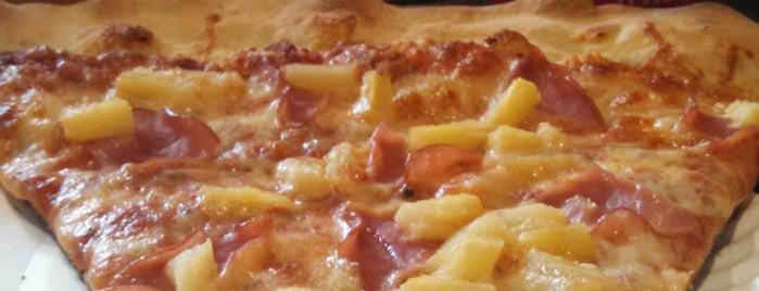 Cosmo's Pizza is one of สถานที่ที่ Alison ถูกใจ.