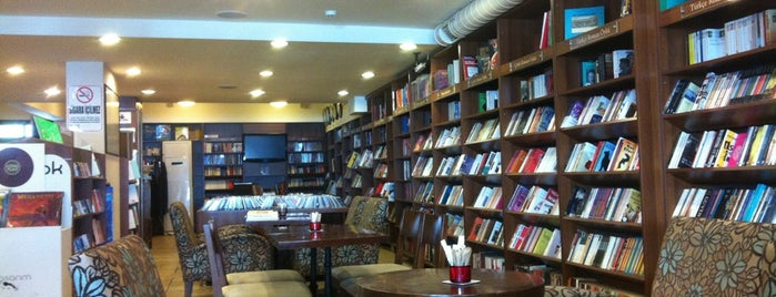 Arma Cafe & Bookstore is one of Locais curtidos por ba$ak.