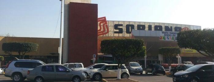 Estacionamiento Plaza Zapamundi is one of Orte, die Luisa gefallen.