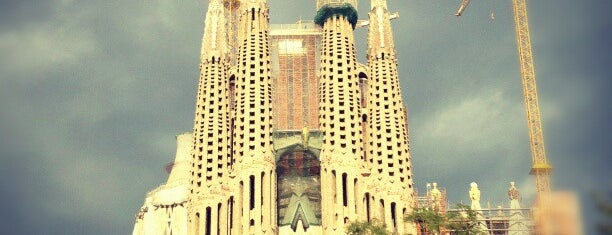Plaça de la Sagrada Família is one of Franciscoさんの保存済みスポット.