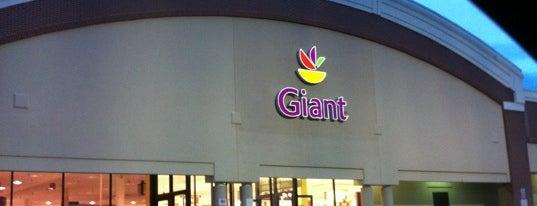 Giant is one of Lieux qui ont plu à Jeanne.