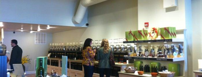 Seasons Olive Oil & Vinegar Tap Room is one of Lugares guardados de Chrissy.