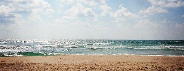 Rishon LeZion Beach is one of Gespeicherte Orte von Roman.
