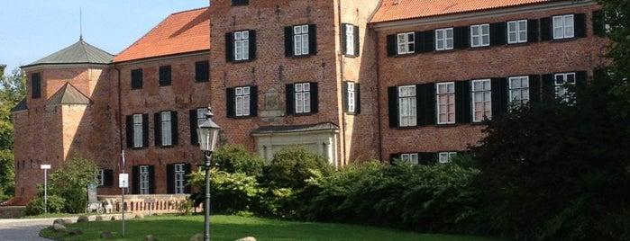 Schloss Eutin is one of Lieux qui ont plu à Daniel.