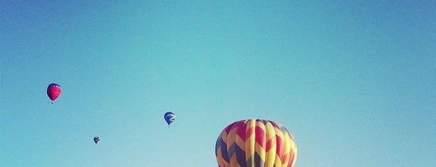 Chasing a hot air balloon is one of DELETE.