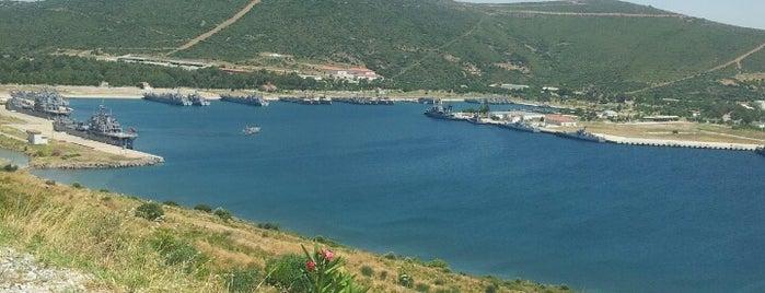 Foça Deniz Üssü is one of Lugares favoritos de Cem.