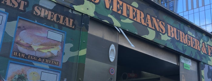 U.S Veterans Burger & Fries is one of Tempat yang Disukai Tom.