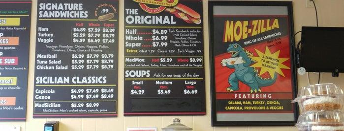 Moe's Italian Sandwiches is one of Posti che sono piaciuti a Amber.