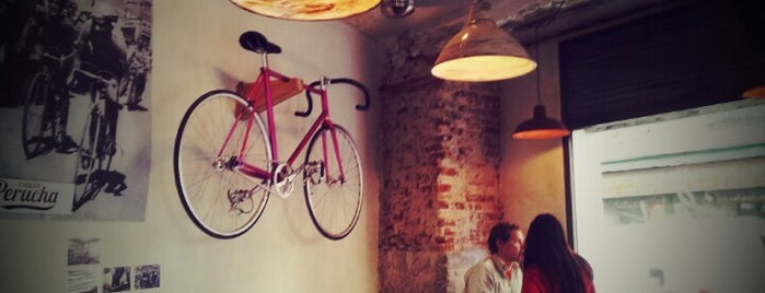 La Bicicleta Café is one of Comilona y copeteo en Madrid.