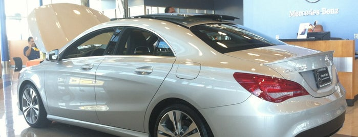 Mercedes-Benz of Fairfield is one of Lieux qui ont plu à Jay.
