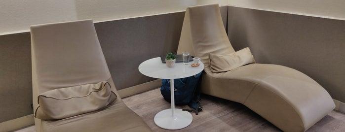 The Levity Lounge is one of Lieux qui ont plu à Tomo.