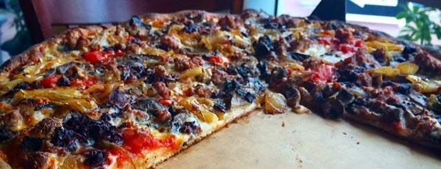 Anthony's Coal Fired Pizza is one of Locais curtidos por Lara.