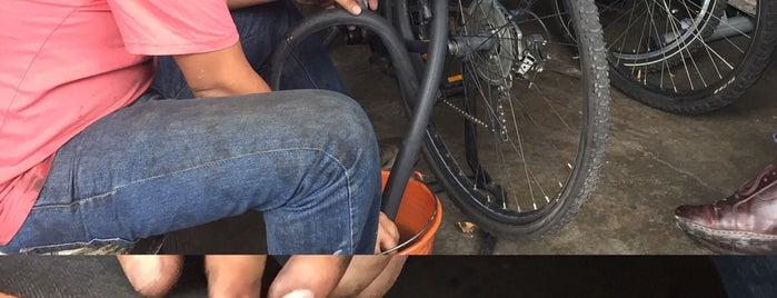 "Taller de bicicletas ""La Olímpica"". is one of Talleres para bicis."