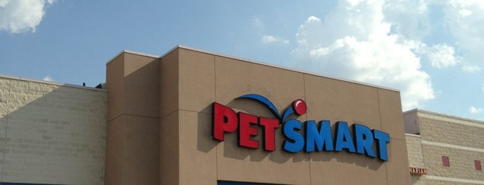 PetSmart is one of Thomasさんのお気に入りスポット.