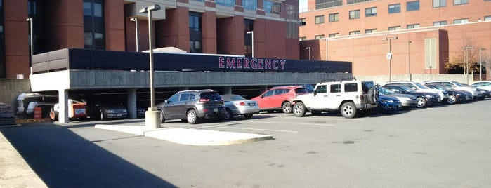 The Valley Hospital Emergency Room is one of Orte, die Dolce Cuore gefallen.