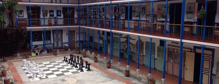 Casa de la Cultura Marsella is one of Posti che sono piaciuti a Federico.
