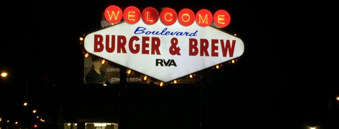 Boulevard Burger & Brew is one of Natalia : понравившиеся места.