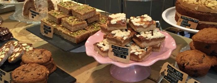 Bakers & Roasters is one of Orte, die Bugra gefallen.