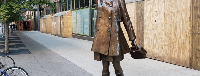 Mary Tyler Moore Statue is one of Orte, die Bob gefallen.