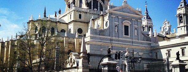 Cripta de la Catedral / Parroquia de Santa María la Real de la Almudena is one of Lieux qui ont plu à Julia.