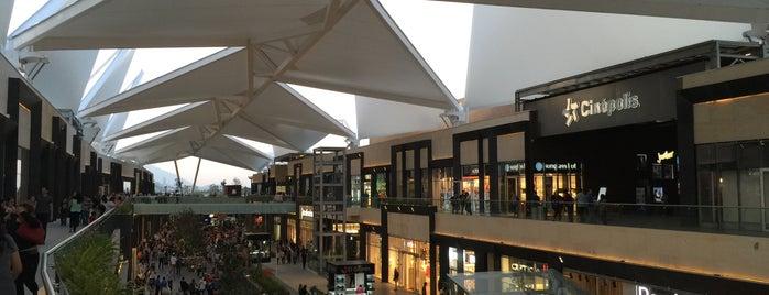 Esfera Fashion Hall is one of Orte, die Kevin' gefallen.