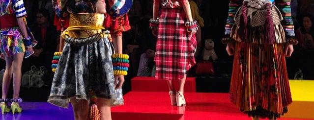 São Paulo Fashion Week (SPFW) is one of Tempat yang Disukai Rebeka.