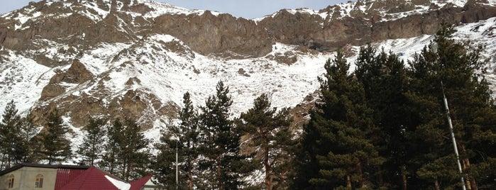 Elbrus south slope is one of Orte, die Женя gefallen.