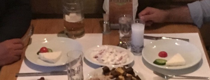 Balkanika Restaurant is one of Locais curtidos por Farzam.