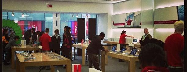 Apple Sherman Oaks is one of Robyn : понравившиеся места.