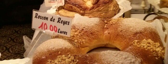 Antigua Pastelería del Pozo is one of Dulces tentaciones.
