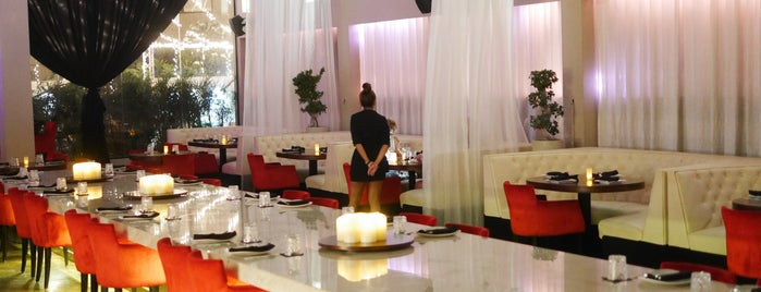 Azia Restaurant Lounge is one of Loredana's Liked Places.