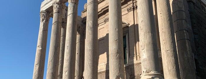 Templio de Antonino e Faustina is one of Roma 🇮🇹.