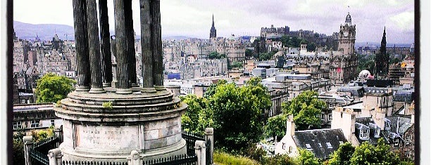 Calton Hill is one of Lugares favoritos de Dmitry.