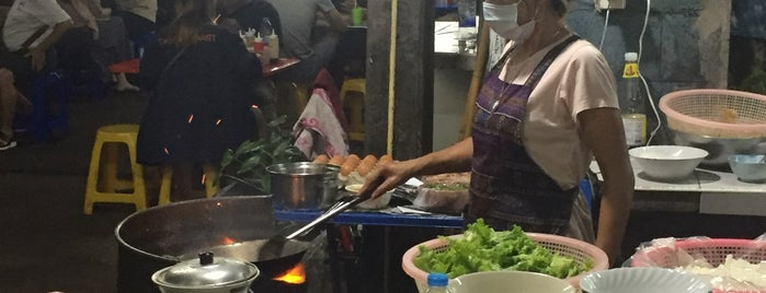 Guay Tiew Kua Gai Suanmali (Khlang Hospital Intersection) is one of BKK_Noodle House_1.