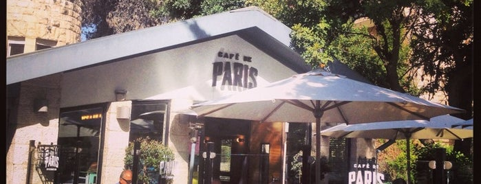 Café de Paris is one of Lugares favoritos de Andrew.