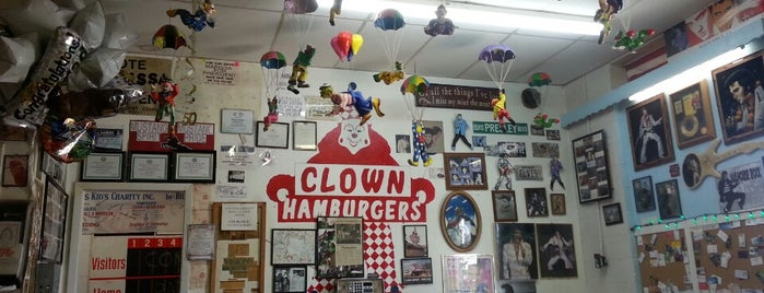 Clown Burger is one of Kateさんの保存済みスポット.