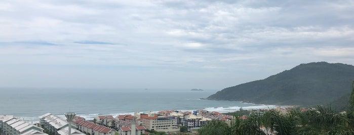 Mirante da Praia Brava is one of Orte, die Carla gefallen.
