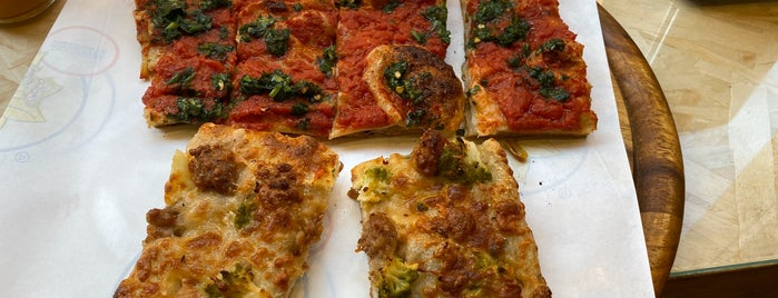 Serenella is one of Pizza al taglio Roma.
