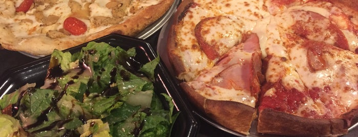 Pie Five Pizza Co. is one of Lugares favoritos de ESTHER.